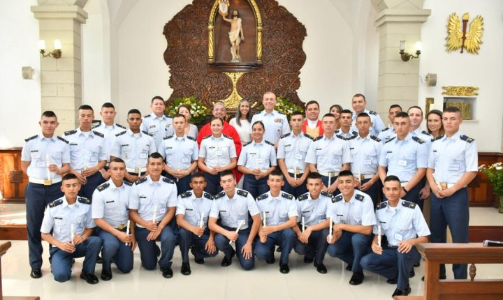 Alféreces y Cadetes de EMAVI recibieron el Sacramento de la Primera Comunión y Confirmación