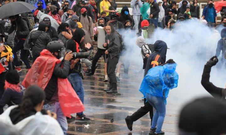 Fotos y videos muestran cómo Plaza de Bolívar pasó de la paz al caos
