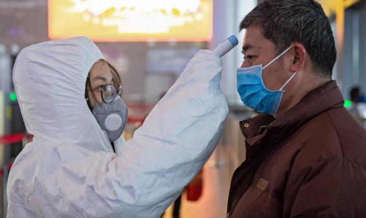 China completa tres días sin contagios locales de coronavirus, pero casos importados crecen